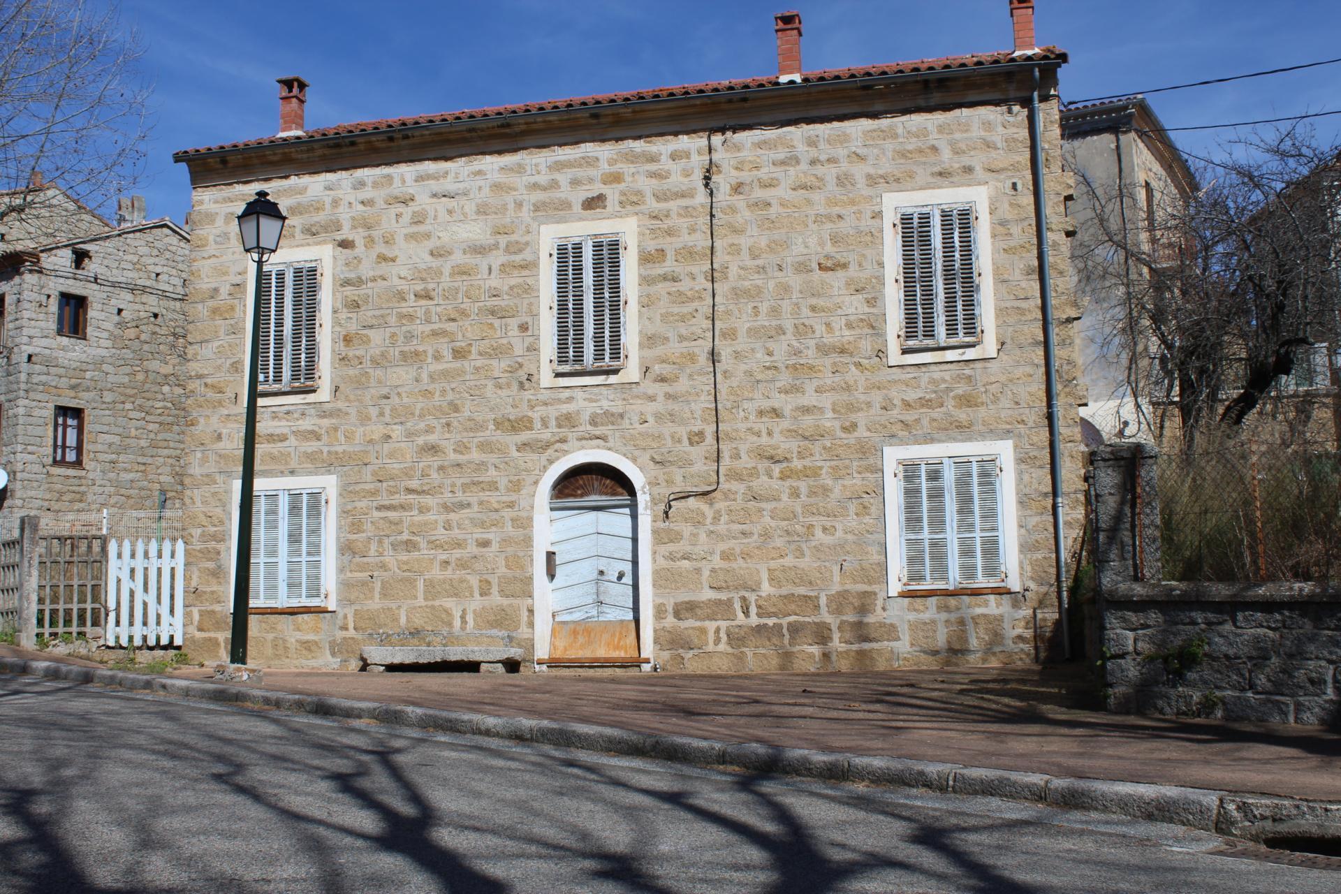 Vente et location de maison appartement terrain dans le for Ajaccio location maison