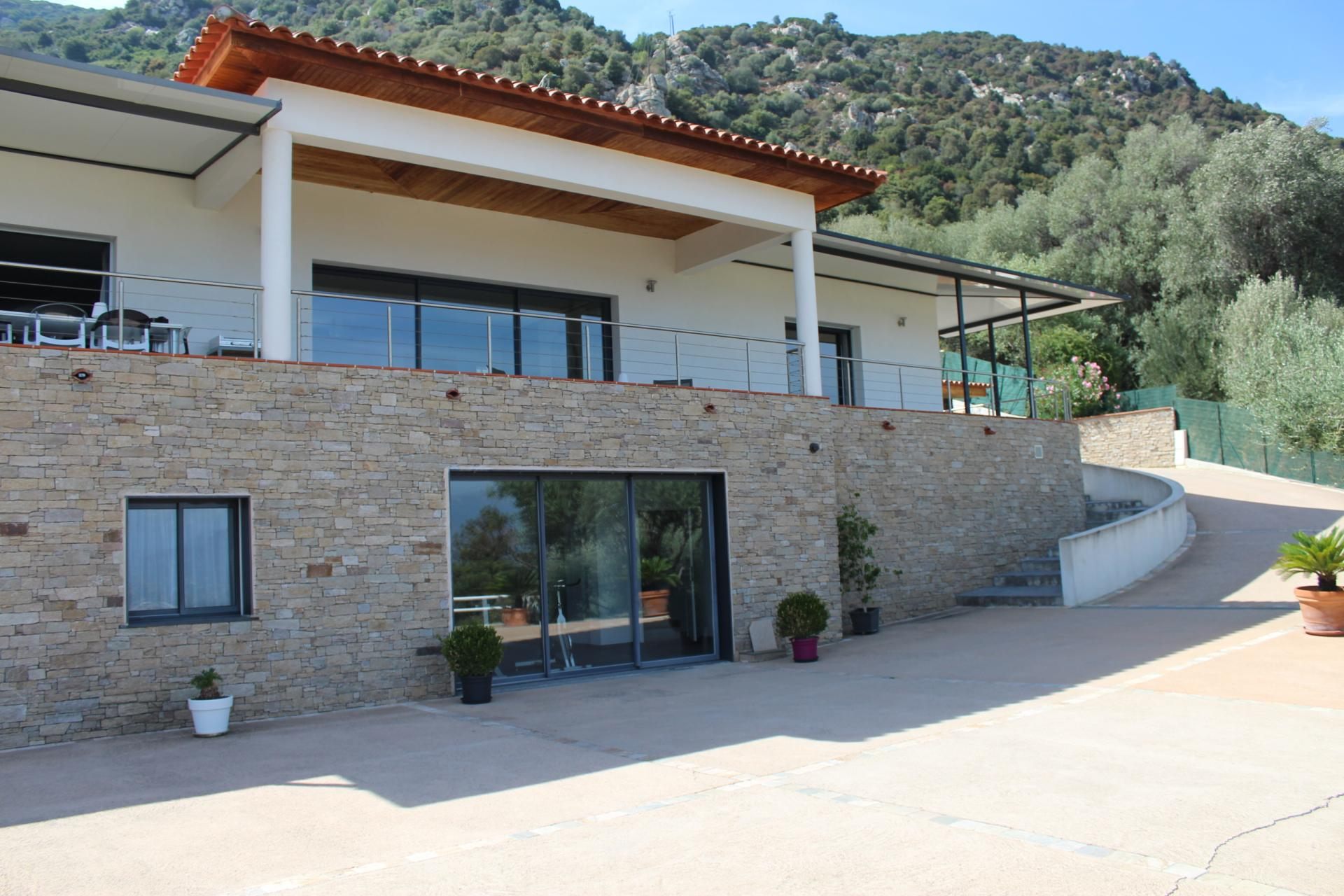 Vente et location de maison appartement terrain dans le for Location garage ajaccio